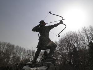 ईरानदेशे मया गृहीतचित्रम्। तत्रत्यः पौराणिको नायकः कश्चिदयम्॥